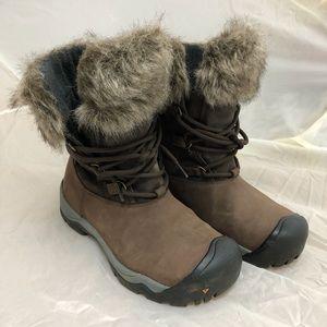 Women Keen Helena Faux fur winter boot Size 8